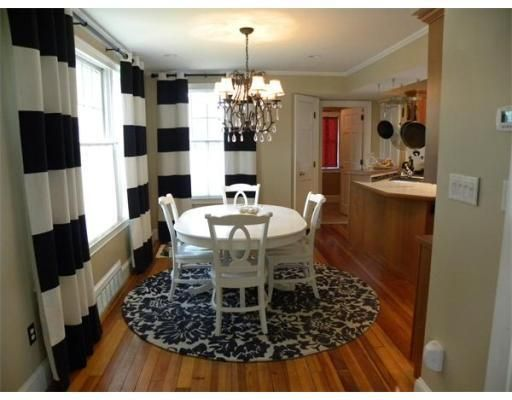 round rug under dining table round rug under dining room table! love this look u003c3 LYRVBKH