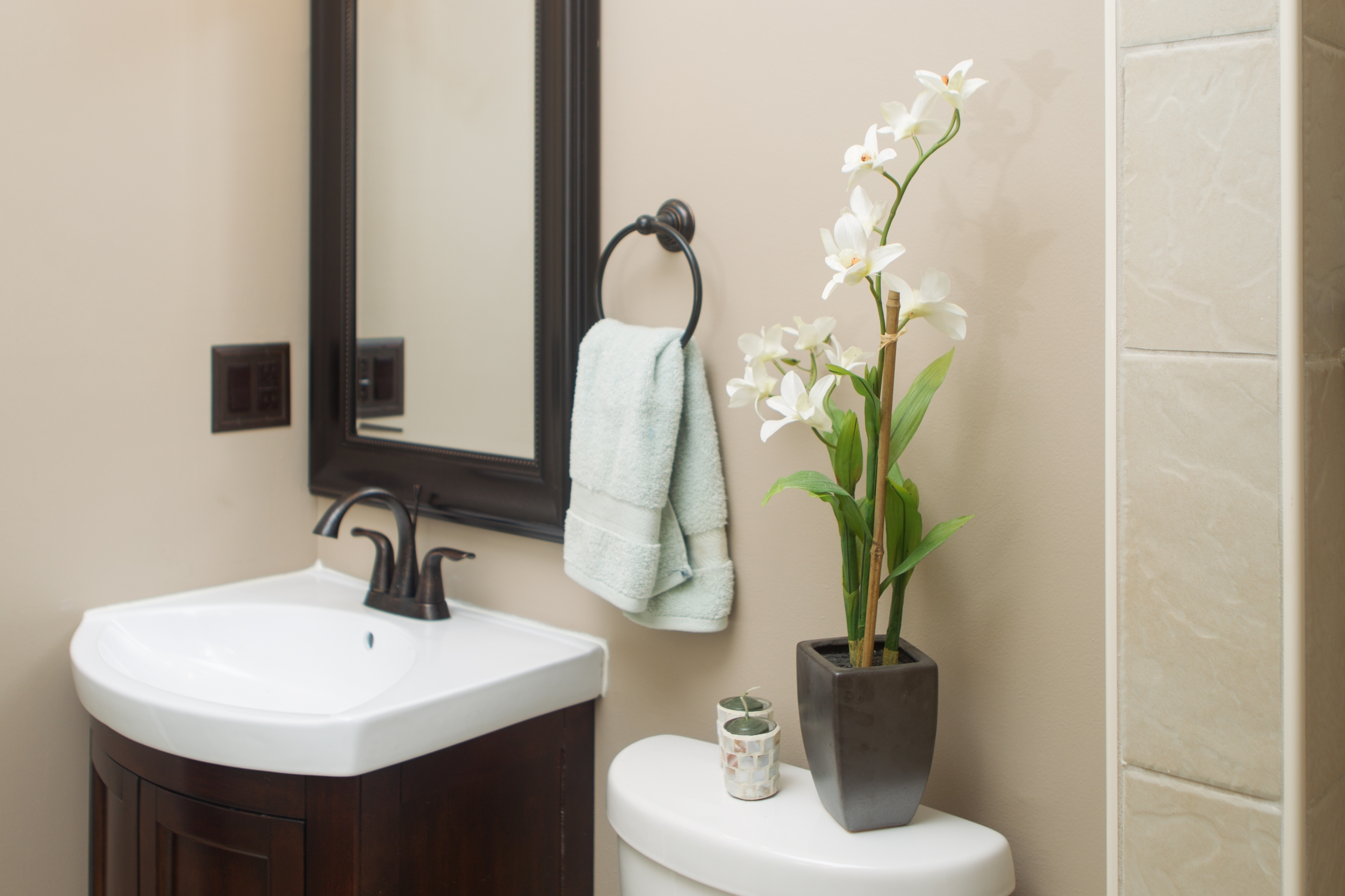 Small Bathroom Decorating Ideas simple small bathroom decorating ideas on small resident remodel OQNHVHR