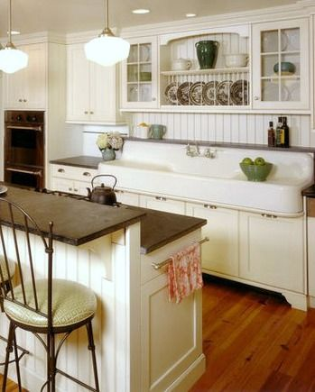 vintage kitchen sink - cottage farmhouse kitchens {inspiring in white} - DWBOSCR
