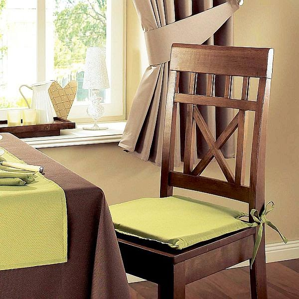 Transforming the dining room with chair cushions