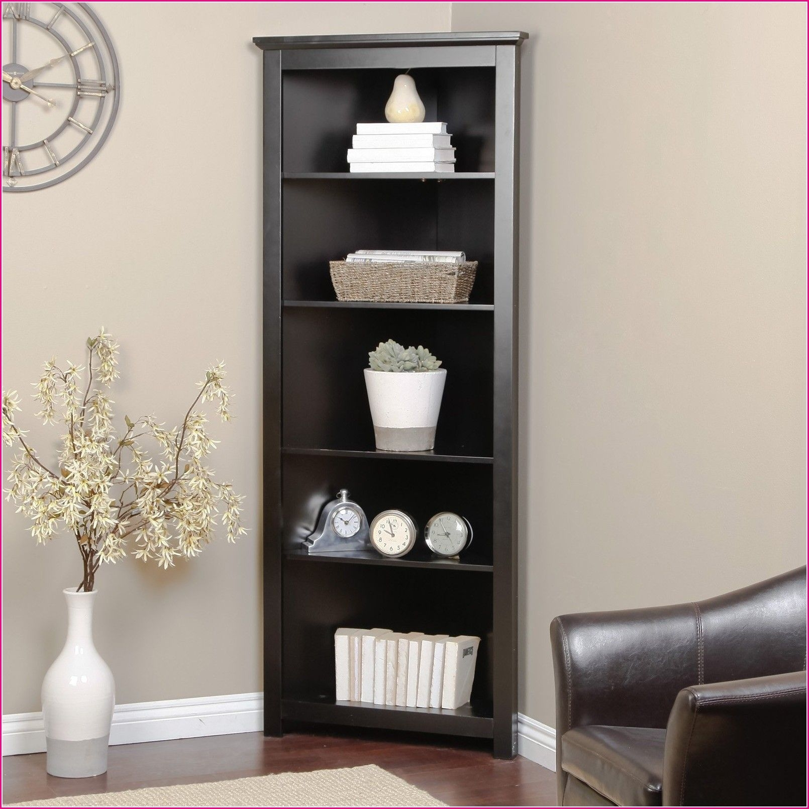 Use of corner shelf units for living room