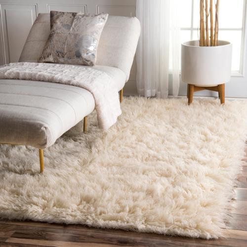 Nuloom Hand-woven Alexa Flokati Natural Wool Shag Rug (6' x 9