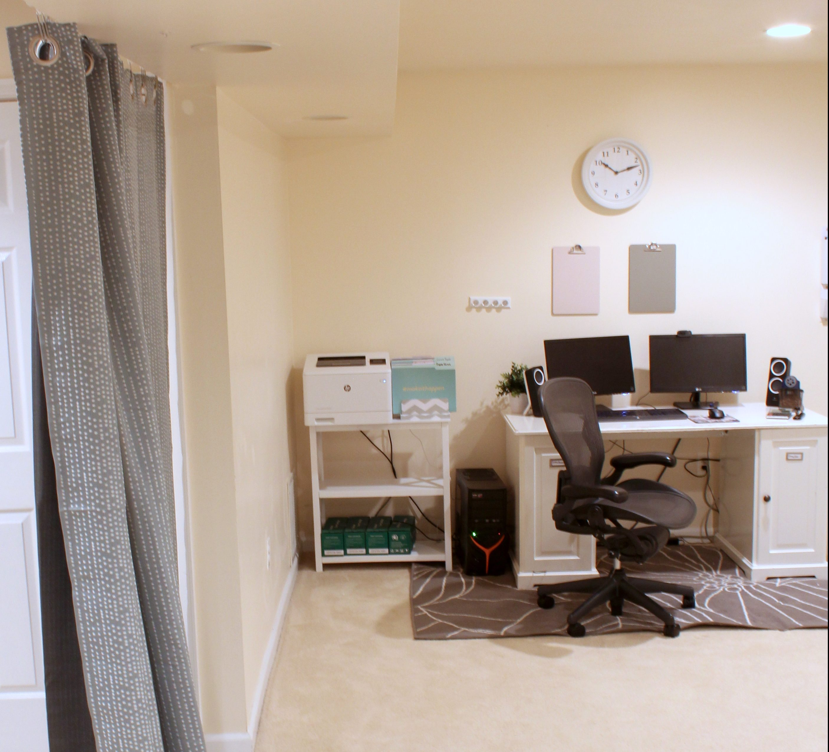 These home office ideas on a budget are exactly what I needed to get my home