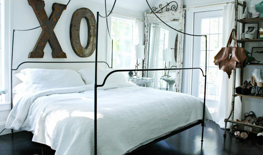 XO above the bed in berdoom