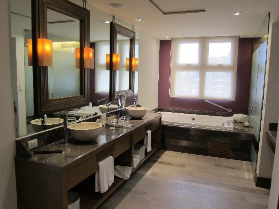 Secrets Vallarta Bay Puerto Vallarta: Master Suite Bathroom