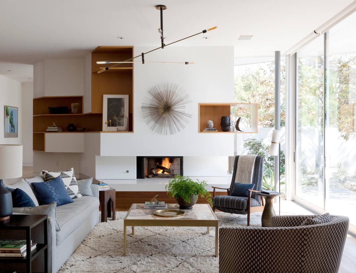 horizontal-light-wood-features-mid-century-modern-living-