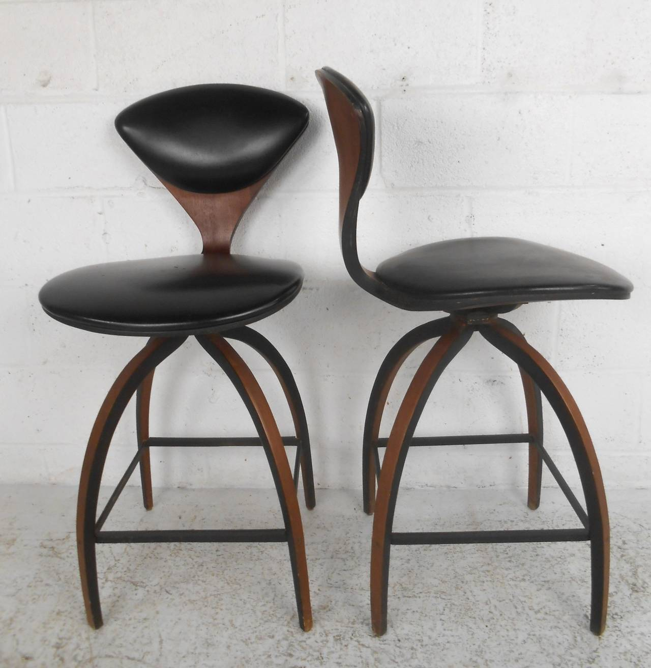 Pick mid century modern swivel bar stools   for your kitchen