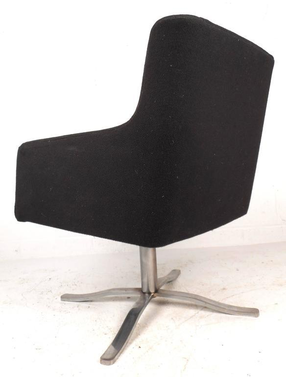 Mid century modern swivel lounge chair   gives more comfort