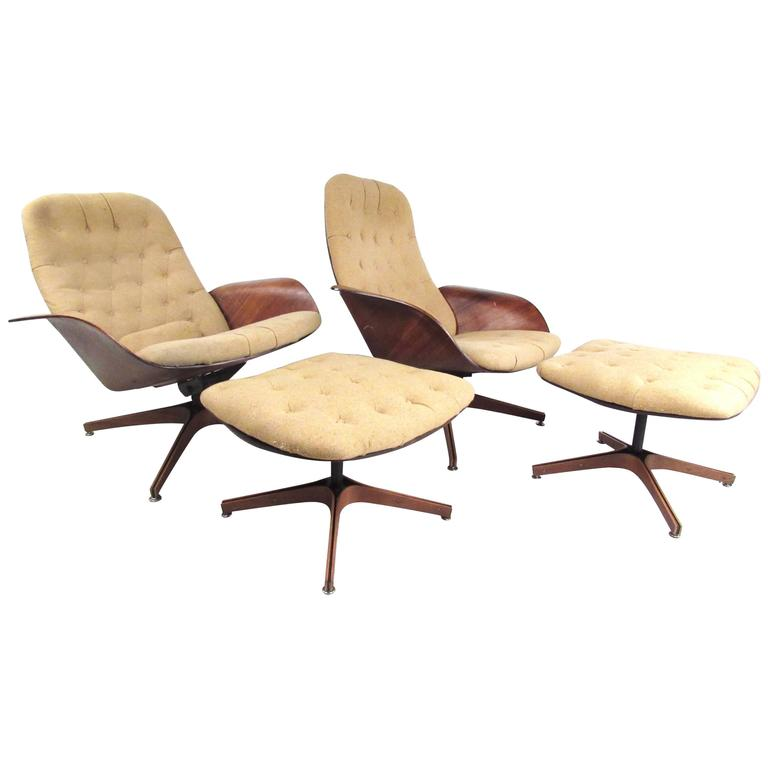 Pair of Mid-Century Modern Swivel Lounge Chairs by George Mulhauser by  Plycraft For Sale