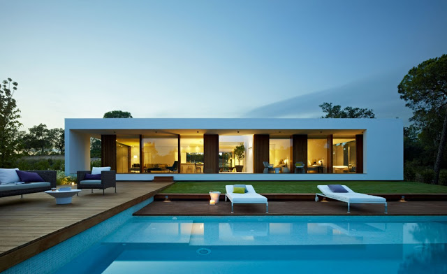 breathtaking facade and pool Indigo-Modern Dream Home in Contemporary Style  in Catalonia homesthetics modern