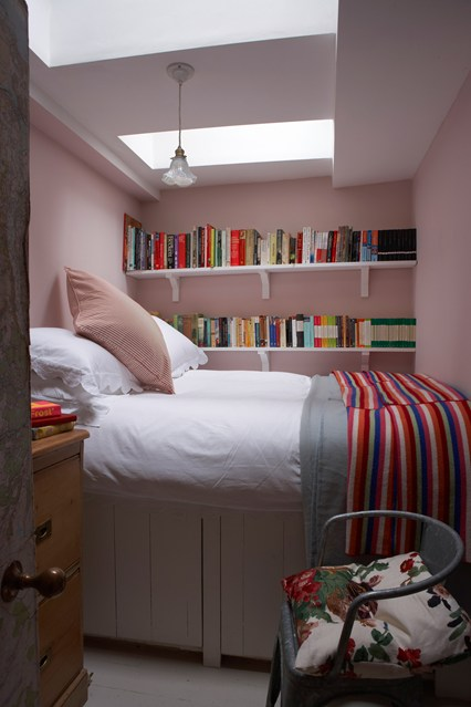 Bedroom Ideas For Tiny Rooms With Small Room Design: Room Decor For