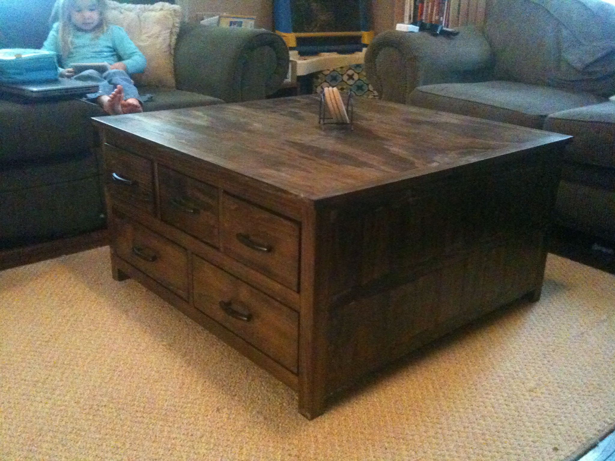 Unique DIY coffee table ideas that offer ceative style and storage. #diy # coffeetable #withstorage #coffelovers #designideas