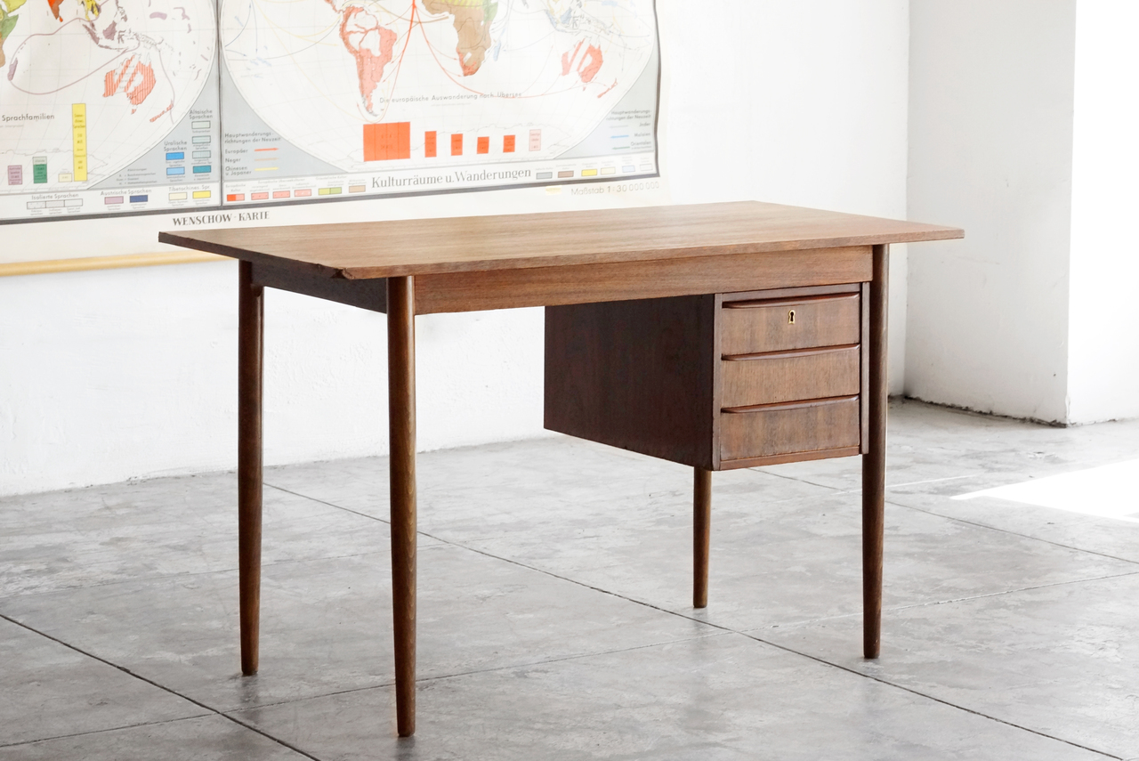 Wood Desk with Floating Drawers. Image 1